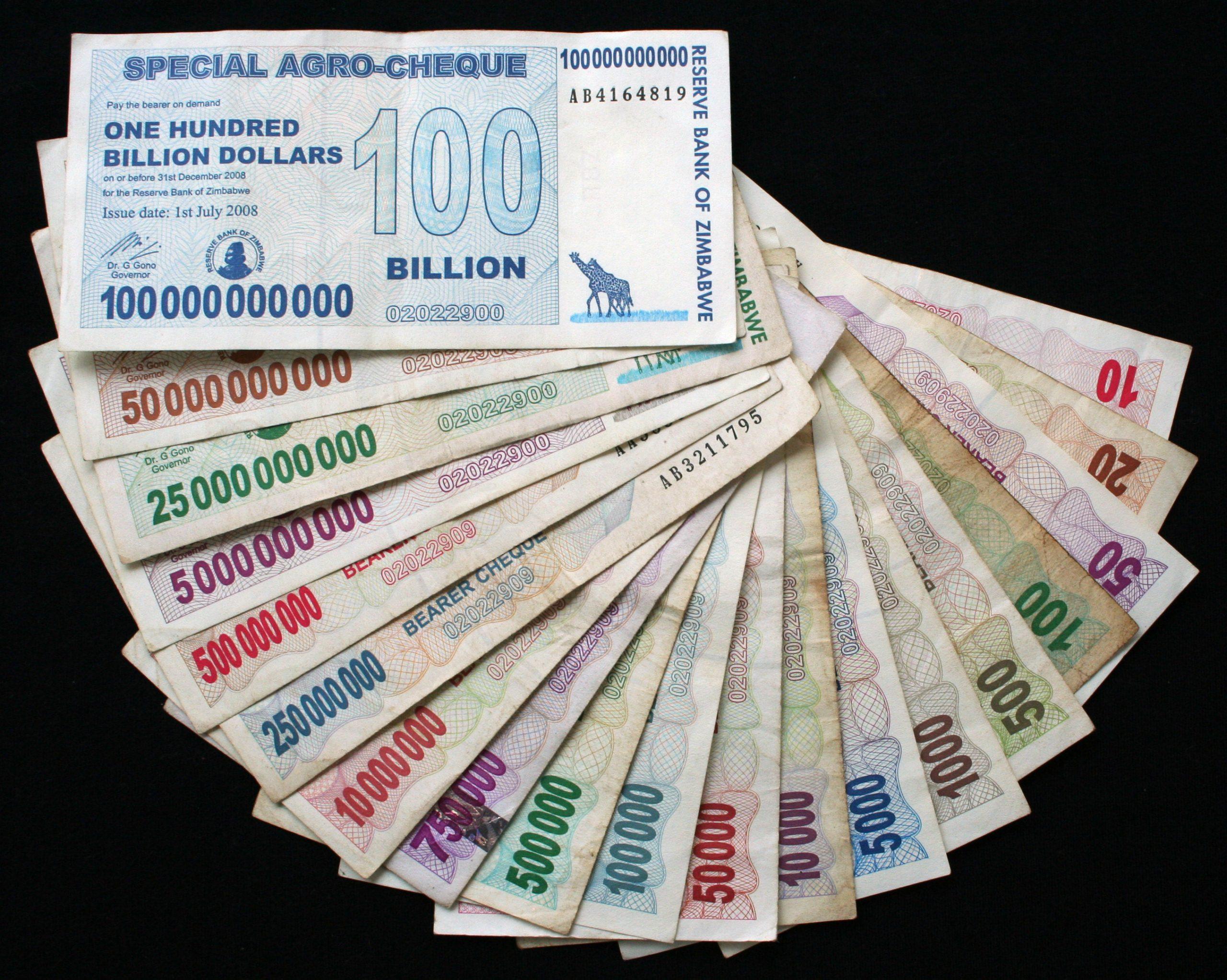 Zimbabwen dollareita hyperinflaation aikana